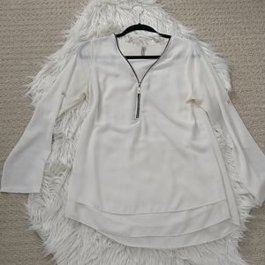 3/$20 White long sleeve top with zipper & pearls